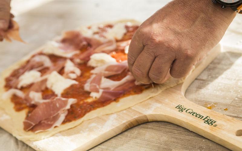 WirLiebenBigGreenEgg_Pizza_Prosciutto2