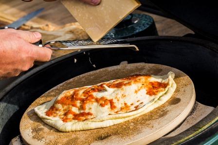 WirLiebenBigGreenEgg_Pizza_Calzone3